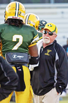 Pat Dunlap on the sideline with Travis Henry.